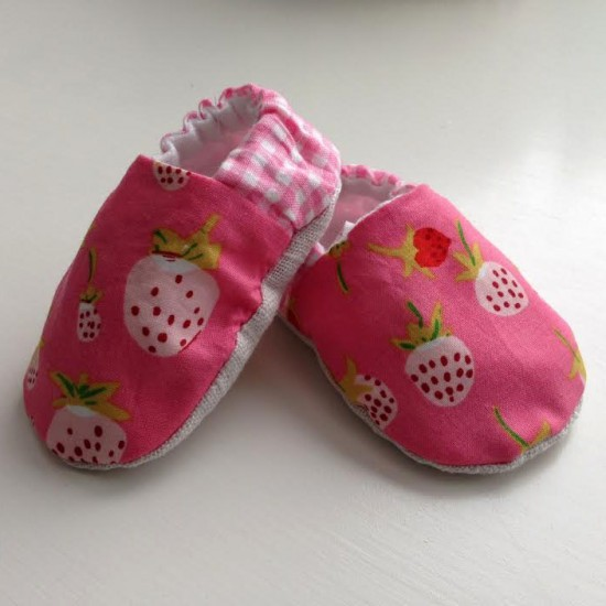 627handworks Briar Rose baby booties (1)